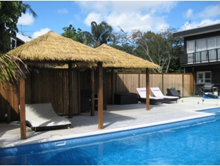 synreed-thatch-tropical-look